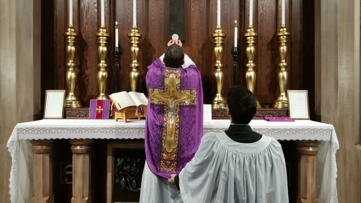 Traditional_Latin_Mass_-_Elevation