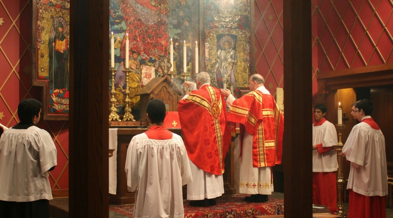 Our_Lady_of_Atonement_Mass_Holy_Pious_Beautiful_Altar