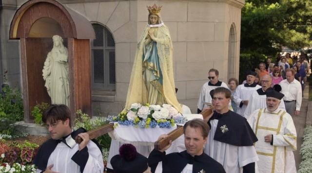do catholics worship mary