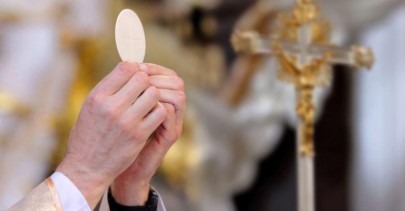 60643-catholic-priest-communion-thinkstockphotos-88.1200w.tn